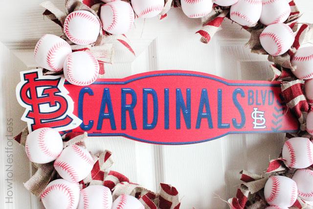 stl-cardinals-baseball-wreath-detail